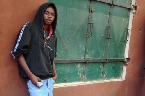Article : Ezaka, vendeur ambulant de téléphones portables